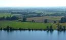 Foto der Woche #066: Landwirtschaftliche Nutzflächen an einem natürlichen, linienhaft fließenden Gew