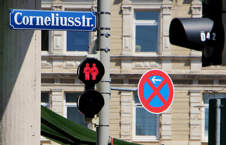 Foto: Fanart no. 200: Ampelinvasion in München!