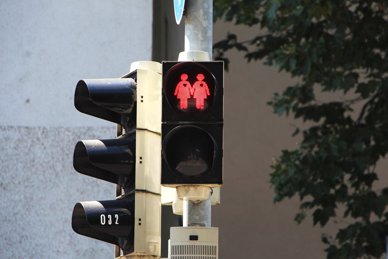 Foto: Ampelinvasion in München: Lesbisches Ampelpärchen