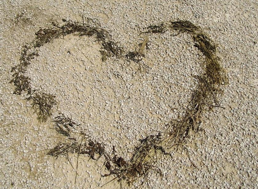 Foto: Ein Herz auf dem Schotterweg...