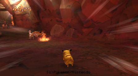 Pikachu versucht Vulnona zu fangen